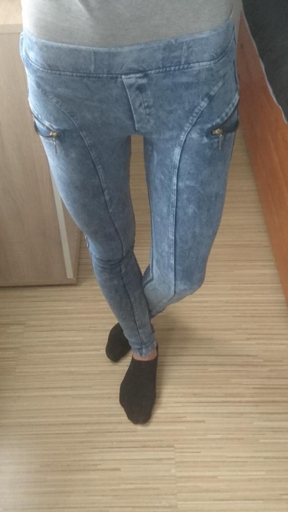 Niebieskie legginsy...