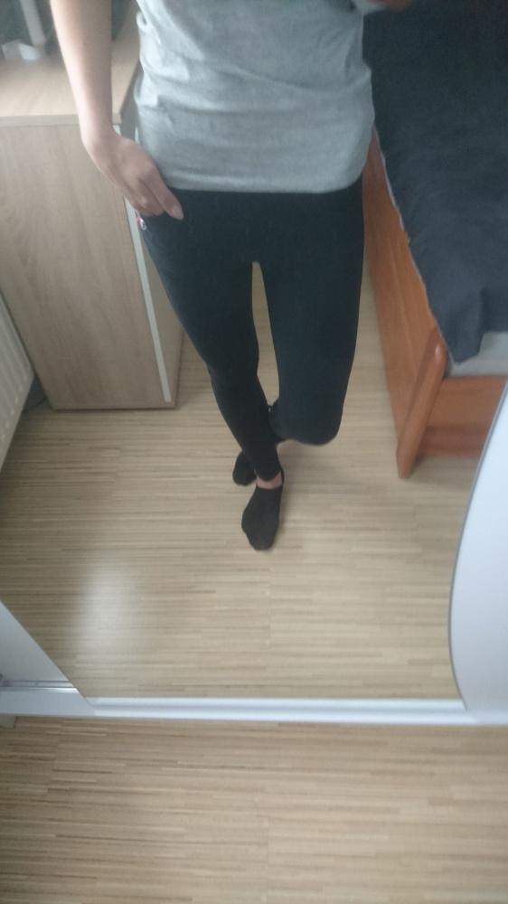 czarne legginsy...