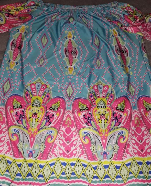 Piękna kolorowa tunika