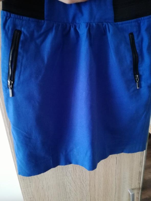 Kobaltowa spódnica mini