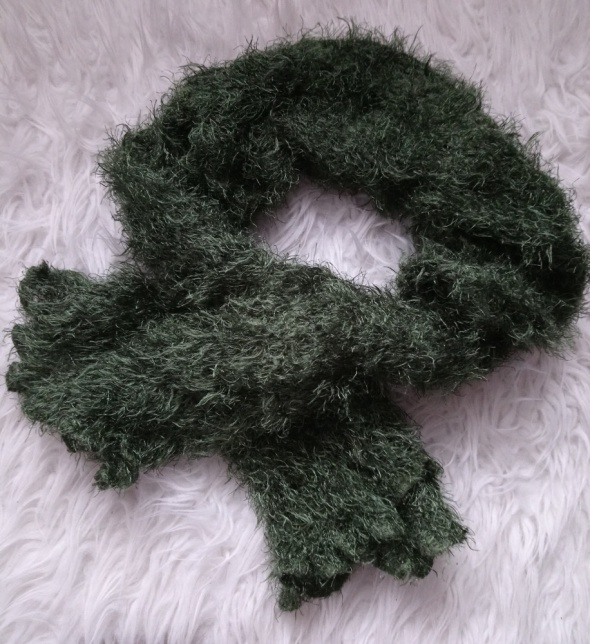 Zimowy szalik włochaty