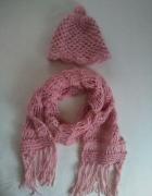 Różowy zestaw czapka i szalik