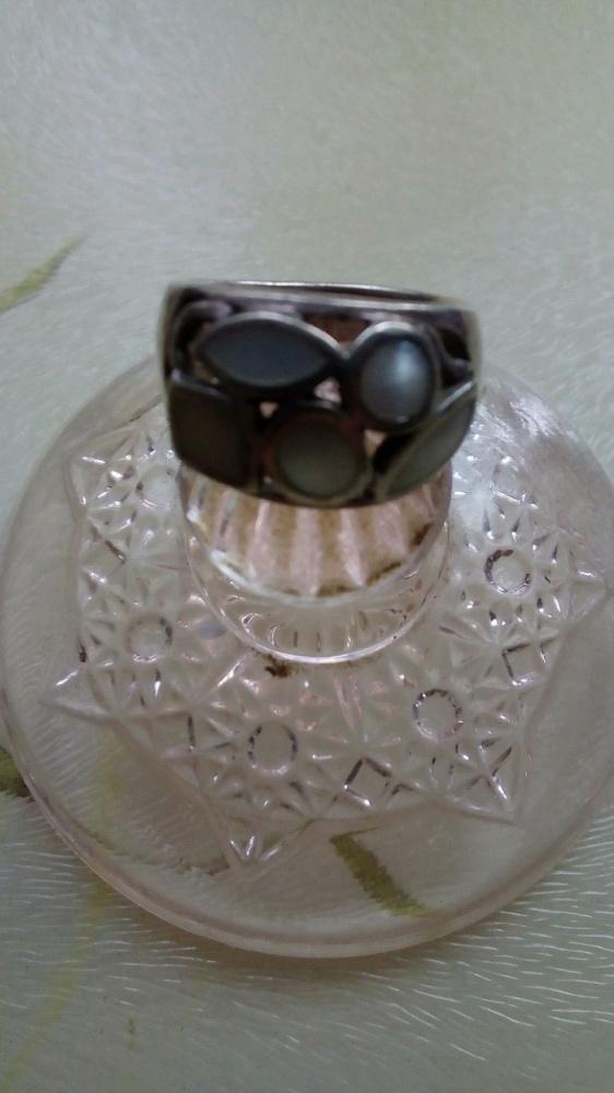 Srebrny masywny z masą perłowa