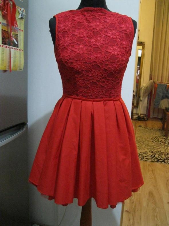 sukienka rozkloszowana jones jones S czerwona koronka