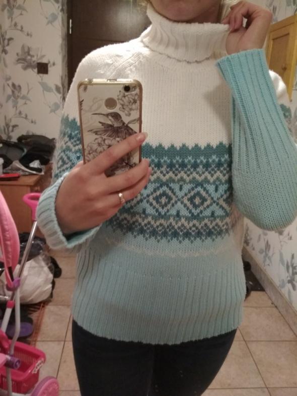 ciepły biało błękitny sweter golf