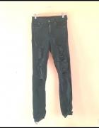 Czarne jeansy z dziurami H&M...