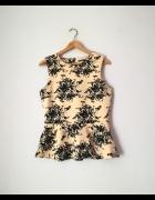 Brzoskwiniowa bluzka z baskinką w kwiaty Mohito...