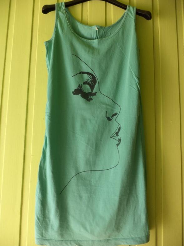 Zielona bluzka tunika z twarzą
