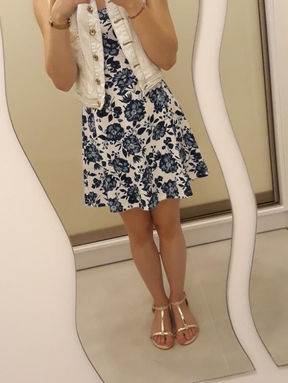 Sukienka w kwiatki H&M...