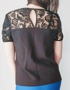 Elegancka bluzka z ekoskory wykończona koronką