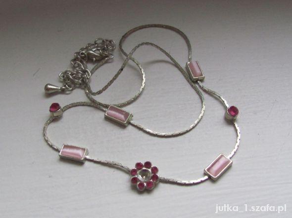 delikatny różowy naszyjnik...