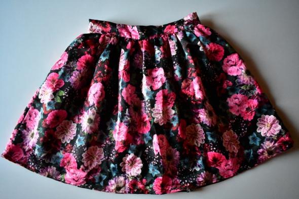 Spódnice Rozkloszowana spódnica w róże kwiaty floral piękna M 38