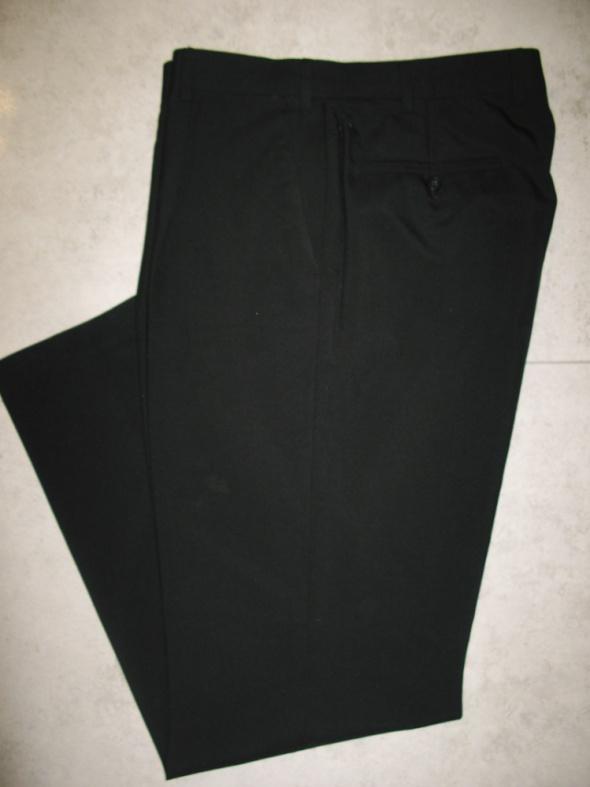 UMBERTO ROSETTI czarne eleganckie spodnie na kant męskie roz 52