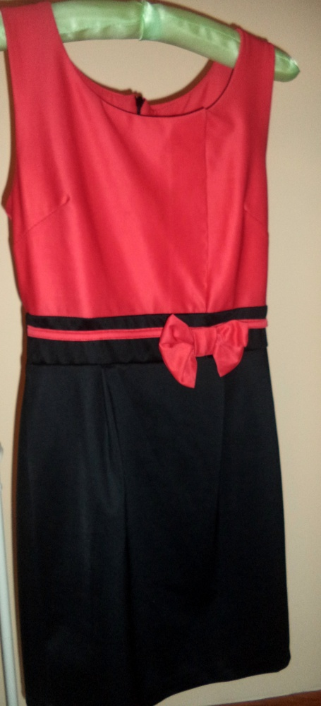 Dwukolorowa sukienka w rozmiarze 36