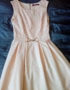 Brzoskwiniowa sukienka...