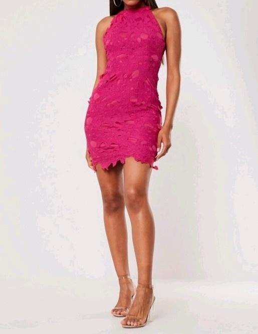 koronkowa sukienka różowa