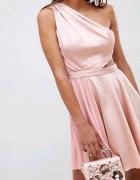 Śliczna pudrowa sukienka...