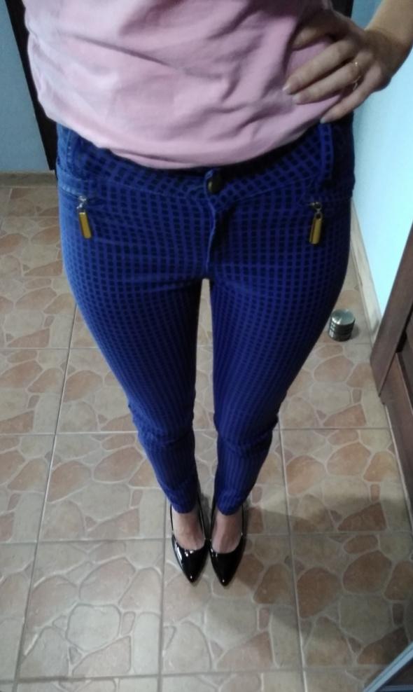 Niebieskie spodnie w czarną kratkę 38...