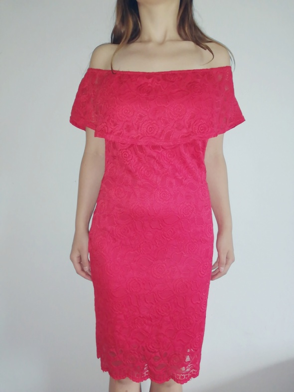 Sukienka czerwona z koronki