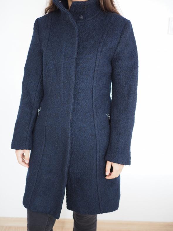 Nowy płaszcz wełniany z metką