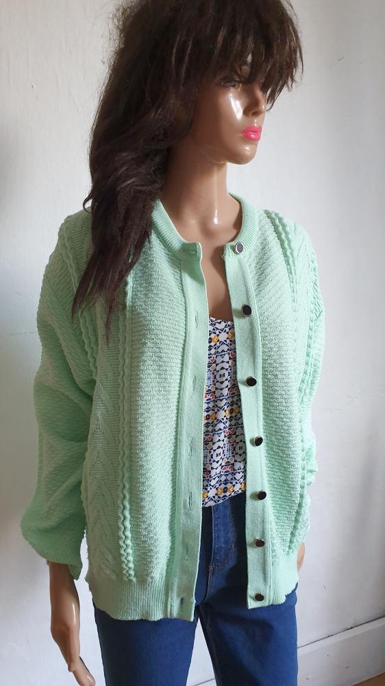 Sweterek zapinany na guziczki r około L