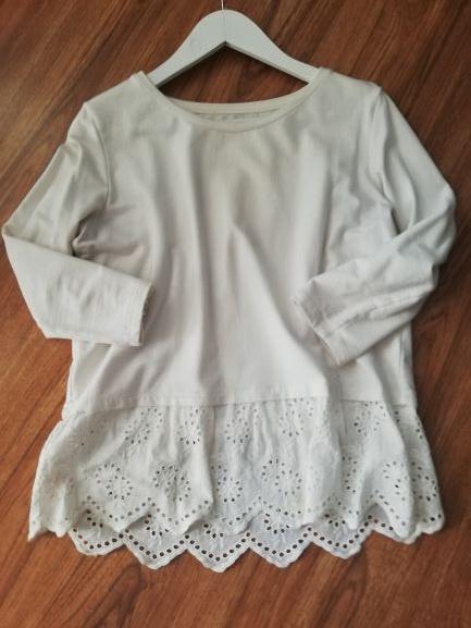 Reserved biała bluzka u dołu ażurowana falbana