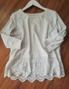 Reserved biała bluzka u dołu ażurowana falbana...