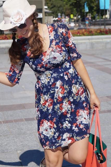 Elegancka i urocza koronkowa sukienka 36 38
