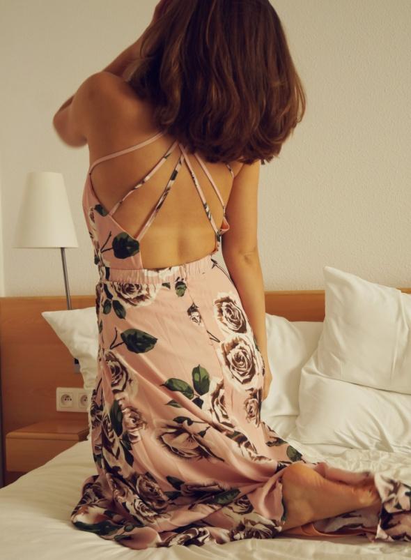 Piękna sukienka maxy w kwiaty