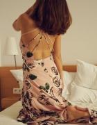 Piękna sukienka maxy w kwiaty...
