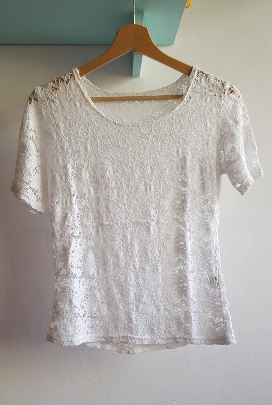 Bluzki Biała koronkowa krótka bluzeczka