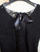 Czarna mini sukienka z haftem rozmiar XS...