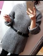 Wełniany sweter golf szary oversize...
