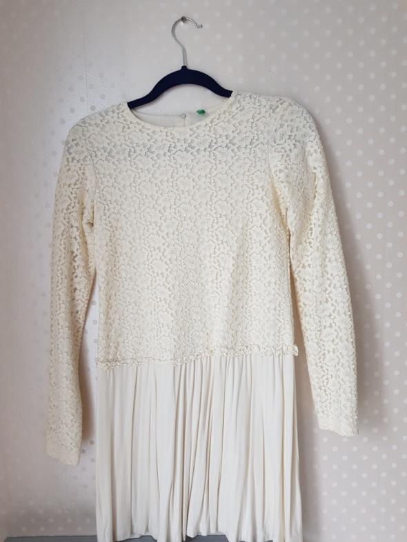Suknie i sukienki Benetton beżowa sukienka