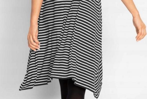 Sukienka w paski oversize dłuższe boki shirtowa