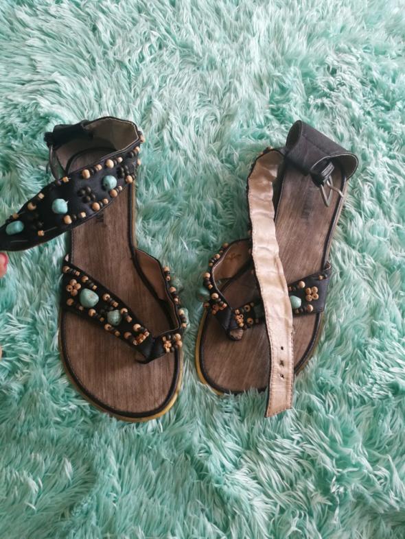 Sandałki kolorowe kamyczki