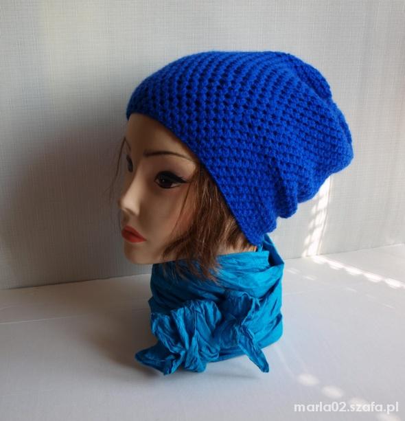 Kobaltowa czapka beanie