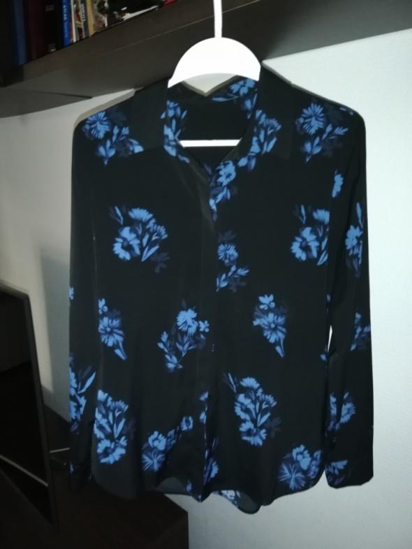 HM Czarna koszula w granatowe kwiaty...