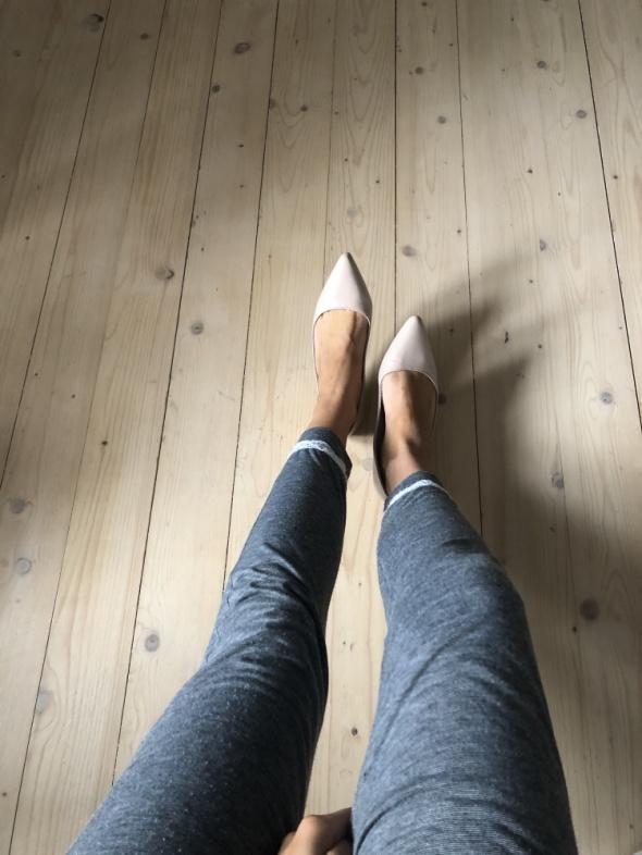 Sprzedam baletki używane przez zgrabne stopy 18...