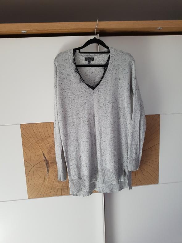 Szary sweter z koronką...
