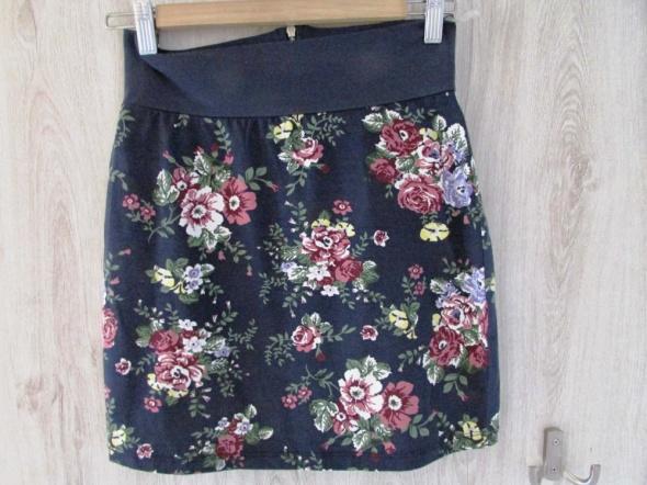 Spódnice Wiosenna spódnica w kwiaty Stradivarius nowa