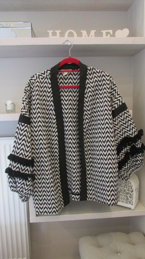 Odzież wierzchnia Czarno biała kurtka z frędzlami hiszpański styl