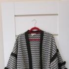 Czarno biała kurtka z frędzlami hiszpański styl