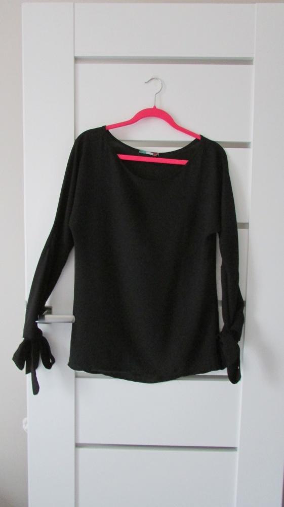 Czarna elegancka bluzka z kokardami