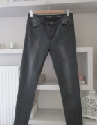 Szare przecierane spodnie rurki