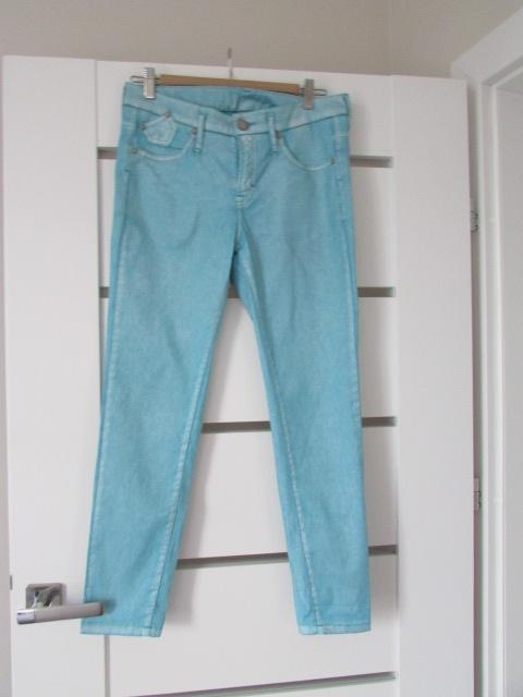 Niebieskie woskowane spodnie z brokatem 36