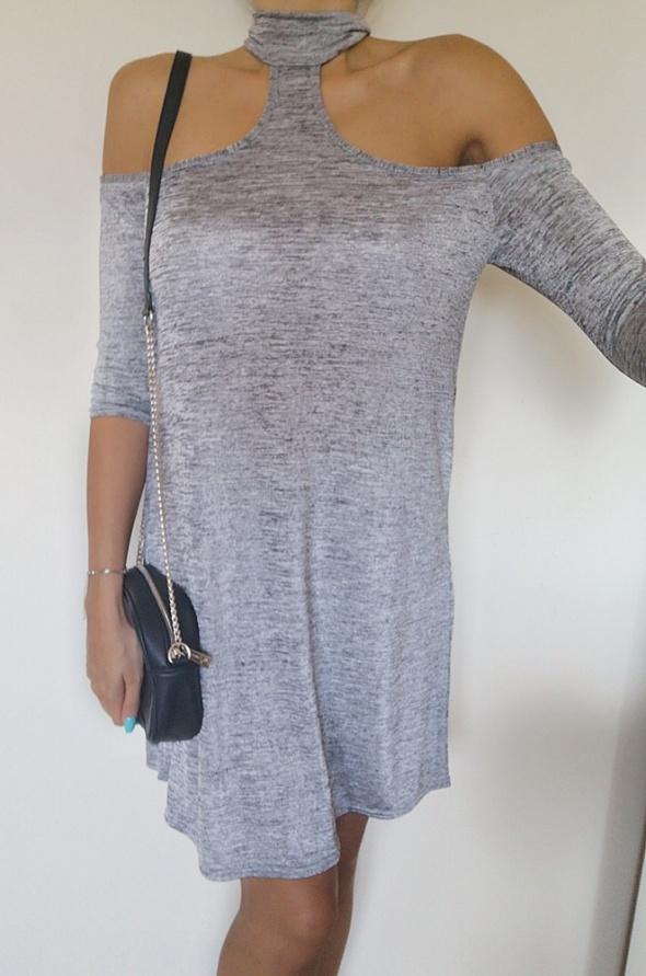 BooHoo Sukienka damska z odkrytymi ramionami 38 M