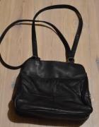 Czarna torebka dużo kieszonek...