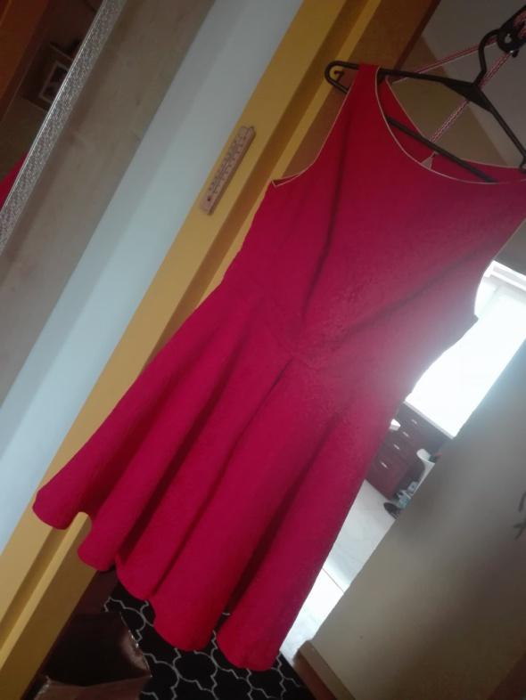 Sukienka wytłaczana czerwona