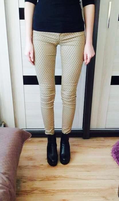 Spodnie w kropki Zara